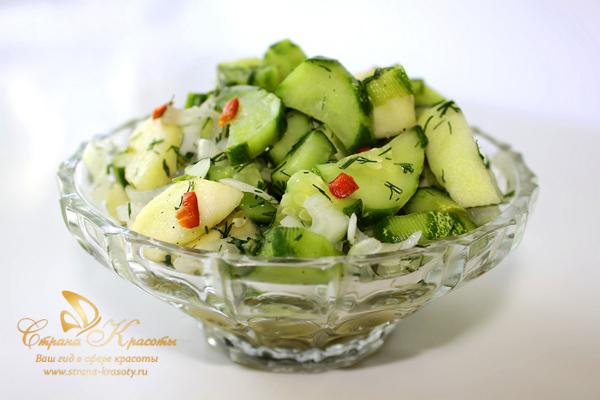 диетический салат с огурцами и яблоками