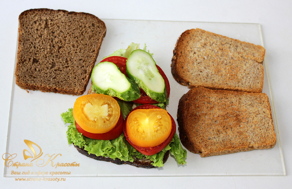 выкладываем на хлеб овощи