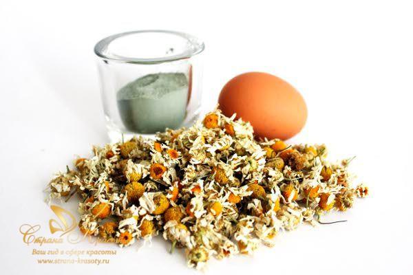 ингредиенты маски - глина, ромашка, яйцо