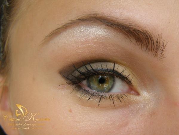 финальное фото макияжа для зеленых глаз